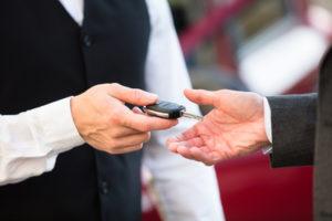 Wollen Sie wissen, ob Sie nach einer Kündigung Ihren Dienstwagen zurückgeben müssen?